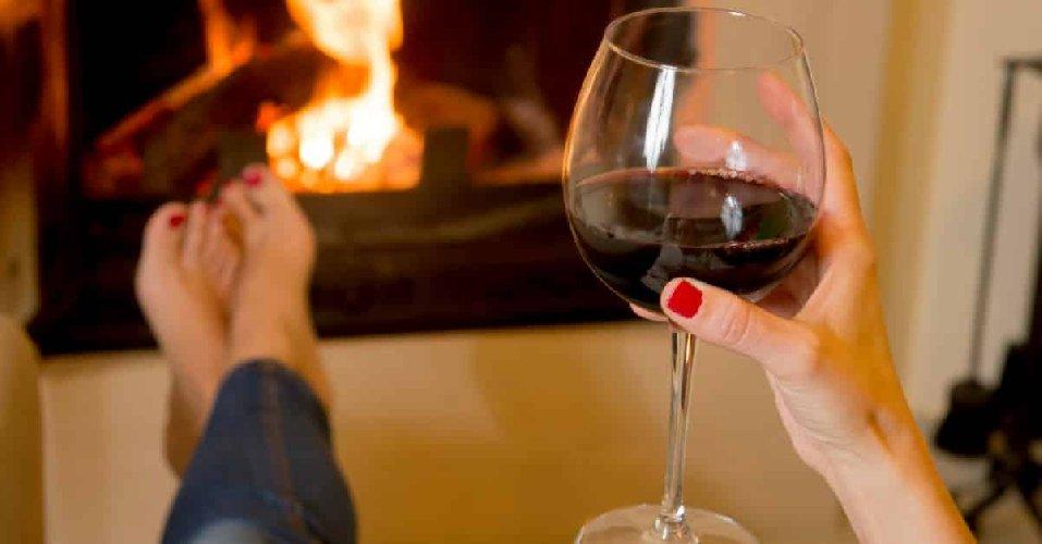 https://www.ragusanews.com//immagini_articoli/04-11-2019/si-puo-dimagrire-bevendo-vino-rosso-500.jpg