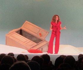https://www.ragusanews.com//immagini_articoli/04-11-2019/teresa-mannino-perche-ragusa-non-ha-un-teatro-240.jpg