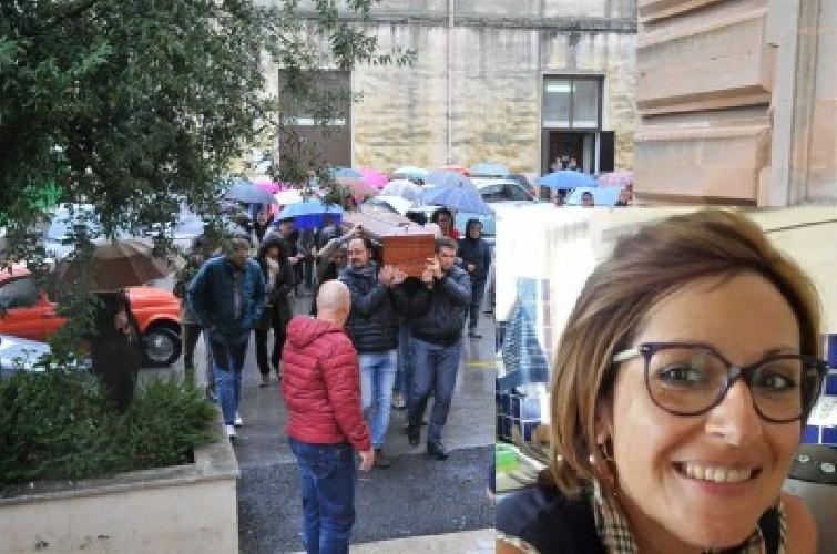 http://www.ragusanews.com//immagini_articoli/04-12-2014/celebrati-i-funerali-di-daniela-dinatale-500.jpg