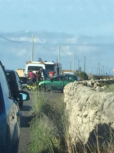 https://www.ragusanews.com//immagini_articoli/04-12-2014/incidente-autonomo-sulla-scicli-santa-croce-500.jpg
