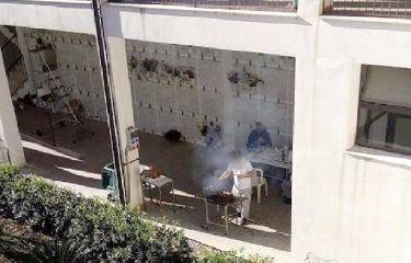 http://www.ragusanews.com//immagini_articoli/04-12-2017/arrusta-mancia-cimitero-denunciati-240.jpg