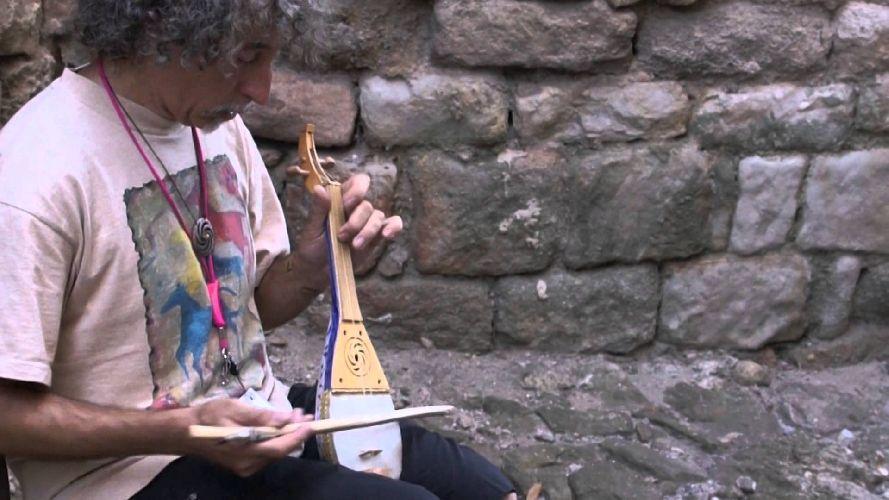 https://www.ragusanews.com//immagini_articoli/04-12-2017/liutaio-randazzo-musica-medievale-moto-sfere-celesti-500.jpg