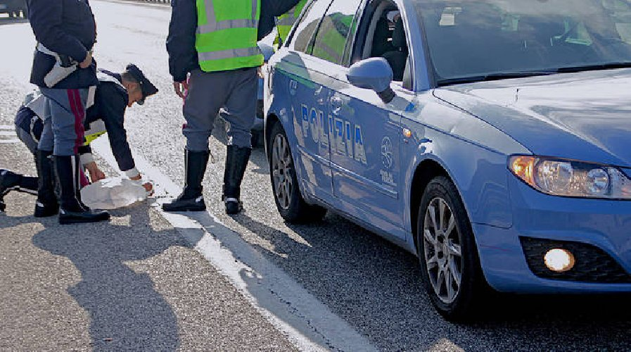https://www.ragusanews.com//immagini_articoli/04-12-2018/incidente-ragusa-catania-500.jpg