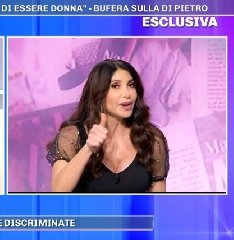 https://www.ragusanews.com//immagini_articoli/04-12-2019/carmen-di-pietro-chiede-scusa-donne-affette-da-endometriosi-240.jpg