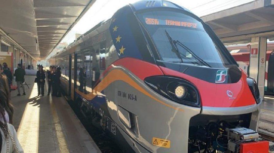 https://www.ragusanews.com//immagini_articoli/04-12-2019/in-sicilia-arriva-il-treno-pop-che-va-a-160-all-ora-500.jpg