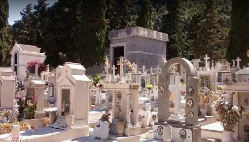 https://www.ragusanews.com//immagini_articoli/04-12-2020/furbetti-del-cartellino-pure-al-cimitero-indagati-55-dipendenti-su-150-280.jpg