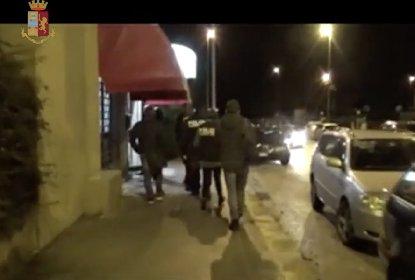 https://www.ragusanews.com//immagini_articoli/04-12-2020/ragusa-neonato-abbandonato-arrestato-il-macellaio-video-280.jpg
