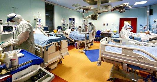 https://www.ragusanews.com//immagini_articoli/04-12-2020/record-di-morti-quasi-mille-in-un-giorno-contagiato-1-italiano-su-36-280.jpg