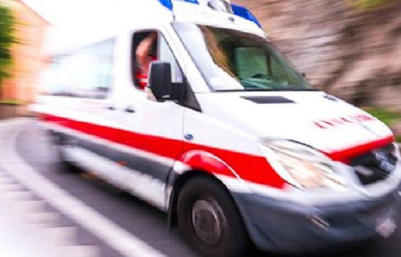 https://www.ragusanews.com//immagini_articoli/05-01-2019/ambulanza-bloccata-ghiaccio-anziana-muore-500.jpg