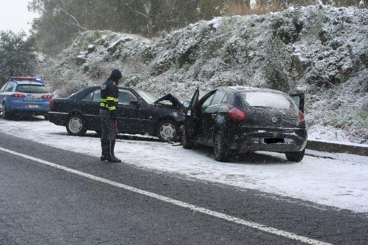https://www.ragusanews.com//immagini_articoli/05-01-2019/incidente-ragusa-catania-500.jpg