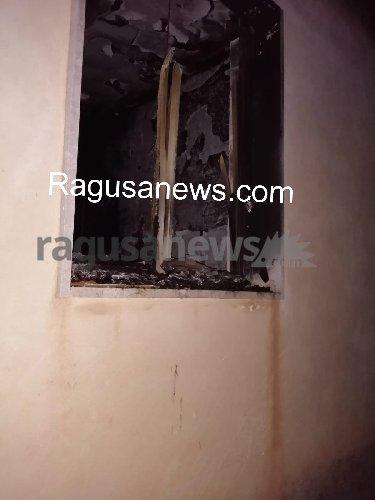 https://www.ragusanews.com//immagini_articoli/05-01-2020/incendiato-un-villino-a-marina-di-modica-500.jpg