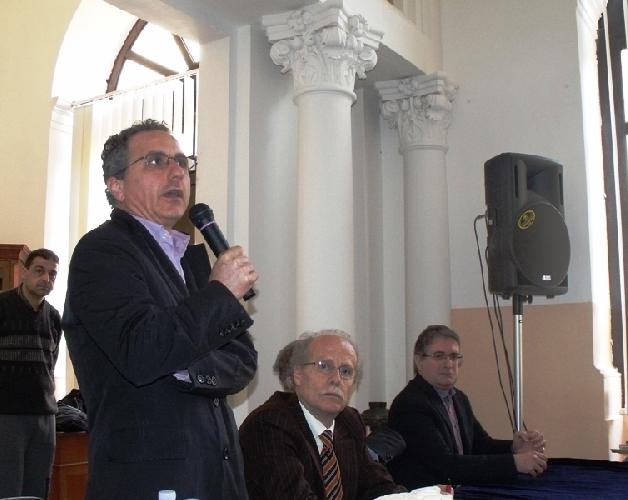 https://www.ragusanews.com//immagini_articoli/05-02-2012/assemblea-al-liceo-classico-di-modica-lunedi-la-decisione-sullautonomia-500.jpg