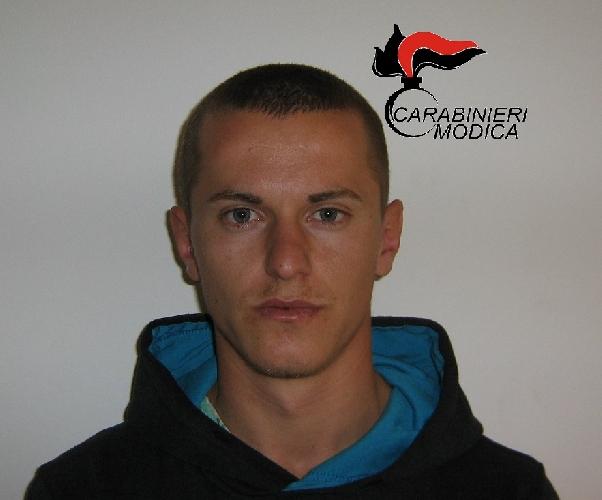 http://www.ragusanews.com//immagini_articoli/05-02-2016/l-albanese-di-scicli-con-la-pistola-a-casa-500.jpg