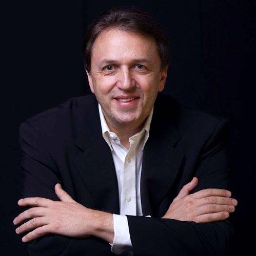 https://www.ragusanews.com//immagini_articoli/05-02-2018/pianista-robert-andres-sabato-ragusa-500.jpg