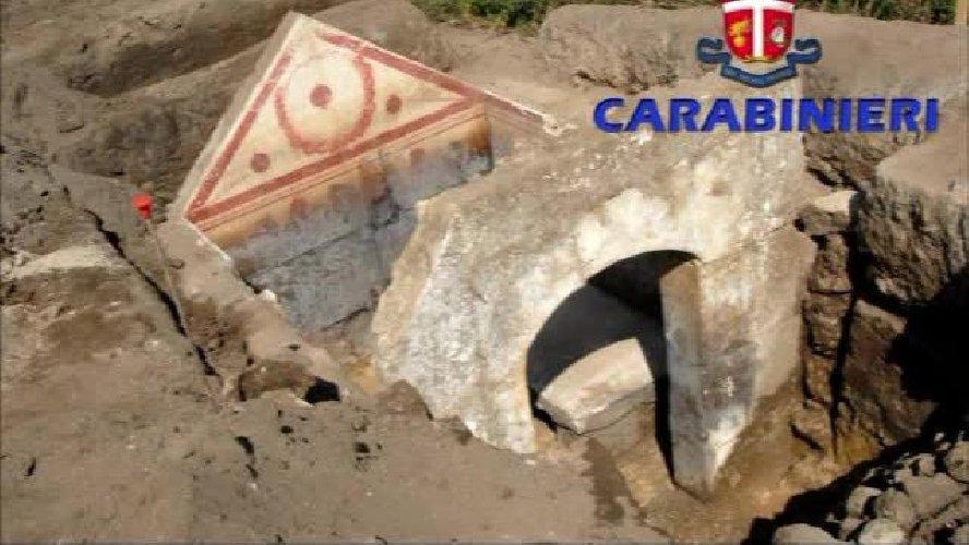 https://www.ragusanews.com//immagini_articoli/05-02-2019/tombaroli-vittoria-bloccati-marina-modica-carabinieri-500.jpg
