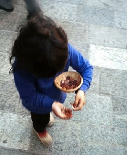 https://www.ragusanews.com//immagini_articoli/05-03-2014/bimba-di-dieci-anni-costretta-a-chiedere-lelemosina-500.jpg