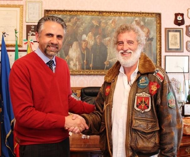 https://www.ragusanews.com//immagini_articoli/05-03-2015/film-martinelli-incontra-il-sindaco-di-modica-500.jpg