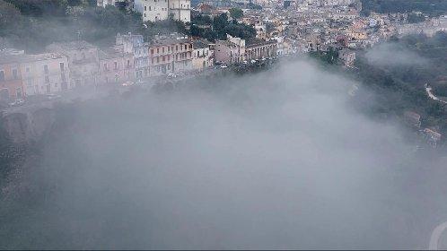 https://www.ragusanews.com//immagini_articoli/05-03-2021/ragusa-ibla-incantata-nella-nebbia-l-isola-che-c-e-video-280.jpg