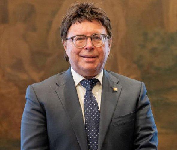 https://www.ragusanews.com//immagini_articoli/05-03-2021/sandro-gambuzza-entra-nel-consiglio-di-presidenza-del-cnel-500.jpg