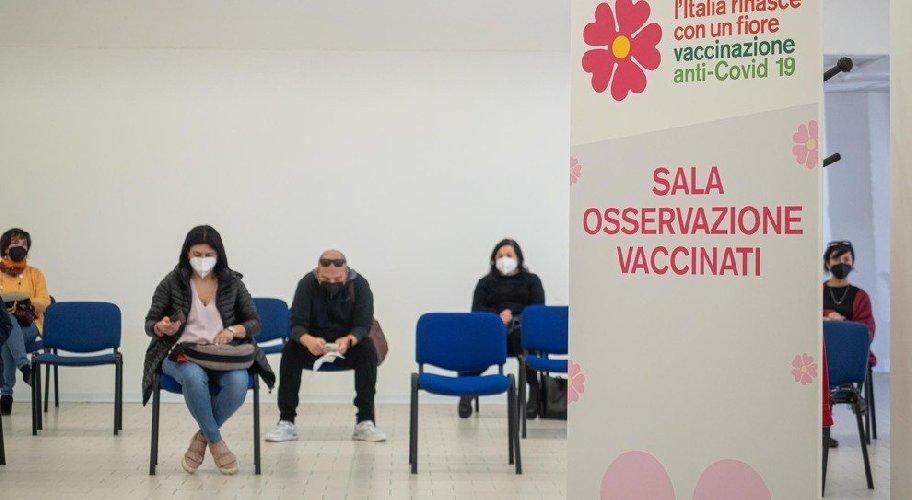 https://www.ragusanews.com//immagini_articoli/05-03-2021/sicilia-effetti-collaterali-del-vaccino-astrazenca-su-molti-docenti-500.jpg