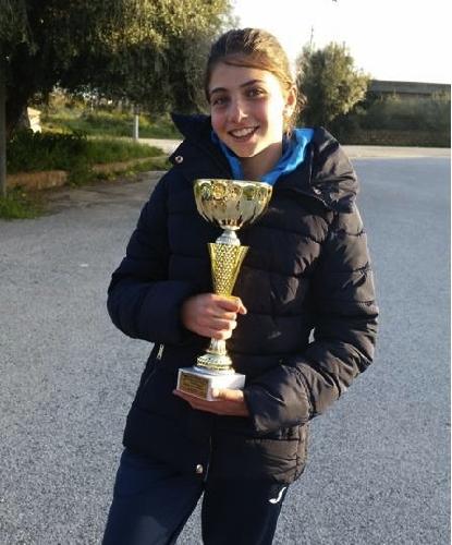 https://www.ragusanews.com//immagini_articoli/05-04-2015/tennis-bene-noemi-la-cagnina-500.jpg