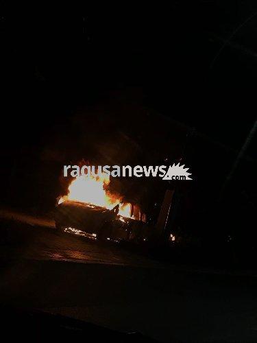 https://www.ragusanews.com//immagini_articoli/05-04-2018/fuoco-auto-roccazzo-video-500.jpg
