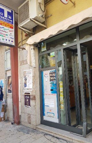 https://www.ragusanews.com//immagini_articoli/05-04-2018/pozzallo-furto-spaccata-danni-tabacchino-500.jpg