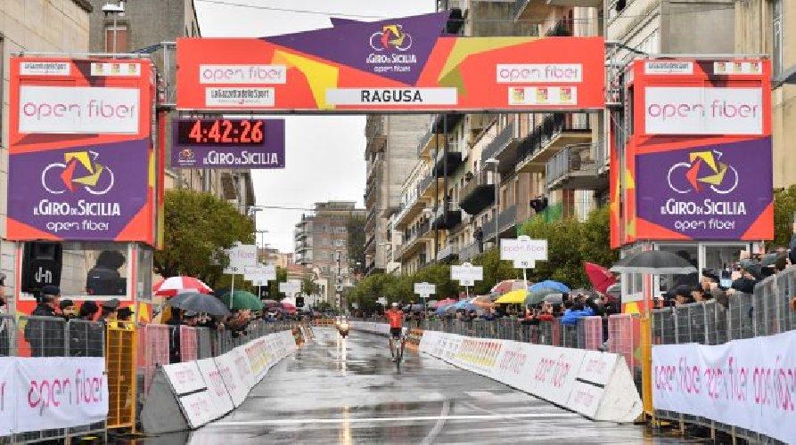 Ciclismo, Giro di Sicilia a McNulty e sull'Etna trionfa Martin