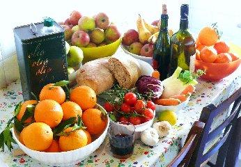 https://www.ragusanews.com//immagini_articoli/05-04-2020/dimagrire-con-la-dieta-mediterranea-in-quarantena-240.jpg