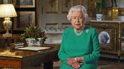 https://www.ragusanews.com//immagini_articoli/05-04-2020/la-regina-elisabetta-si-veste-di-verde-la-speranza-e-dice-vinceremo-240.jpg
