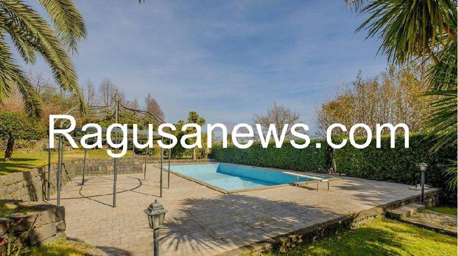 https://www.ragusanews.com//immagini_articoli/05-05-2019/1557091767-villa-di-battiato-in-vendita-a-milo-spuntano-foto-1-500.jpg