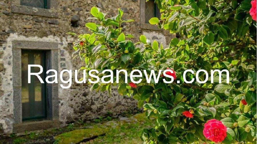 https://www.ragusanews.com//immagini_articoli/05-05-2019/1557092097-villa-di-battiato-in-vendita-a-milo-spuntano-foto-1-500.jpg