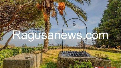 https://www.ragusanews.com//immagini_articoli/05-05-2019/1557092266-villa-di-battiato-in-vendita-a-milo-spuntano-foto-1-240.jpg