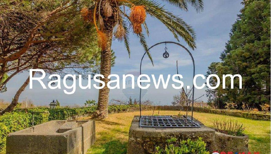 https://www.ragusanews.com//immagini_articoli/05-05-2019/1557092266-villa-di-battiato-in-vendita-a-milo-spuntano-foto-1-500.jpg