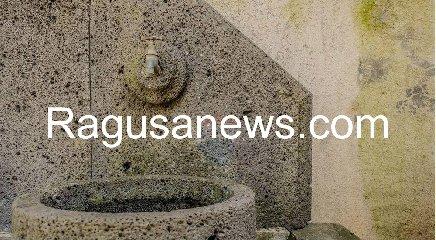 https://www.ragusanews.com//immagini_articoli/05-05-2019/1557092419-villa-di-battiato-in-vendita-a-milo-spuntano-foto-1-240.jpg