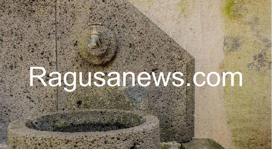 https://www.ragusanews.com//immagini_articoli/05-05-2019/1557092419-villa-di-battiato-in-vendita-a-milo-spuntano-foto-1-500.jpg