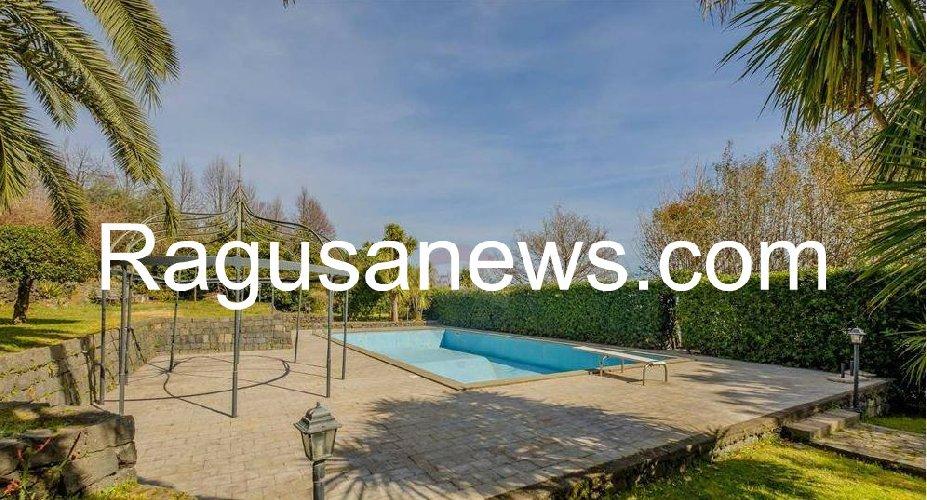 https://www.ragusanews.com//immagini_articoli/05-05-2019/1557092742-villa-di-battiato-in-vendita-a-milo-spuntano-foto-1-500.jpg