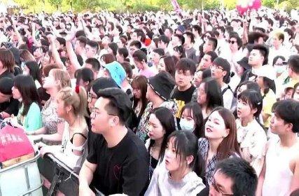 https://www.ragusanews.com//immagini_articoli/05-05-2021/1620199048-wuhan-oggi-11mila-persone-ammassate-senza-mascherina-foto-video-2-280.jpg