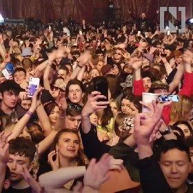 https://www.ragusanews.com//immagini_articoli/05-05-2021/1620199049-wuhan-oggi-11mila-persone-ammassate-senza-mascherina-foto-video-3-280.jpg