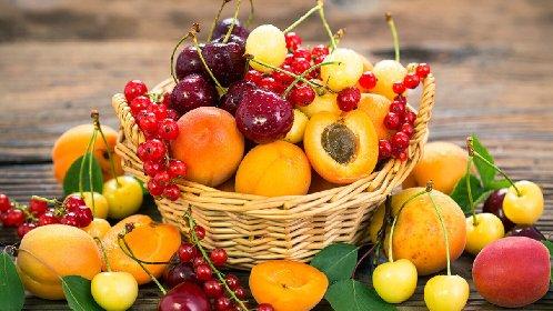 https://www.ragusanews.com//immagini_articoli/05-05-2021/dieta-e-frutta-quale-scegliere-per-mangiare-sano-e-rimettersi-in-forma-280.jpg