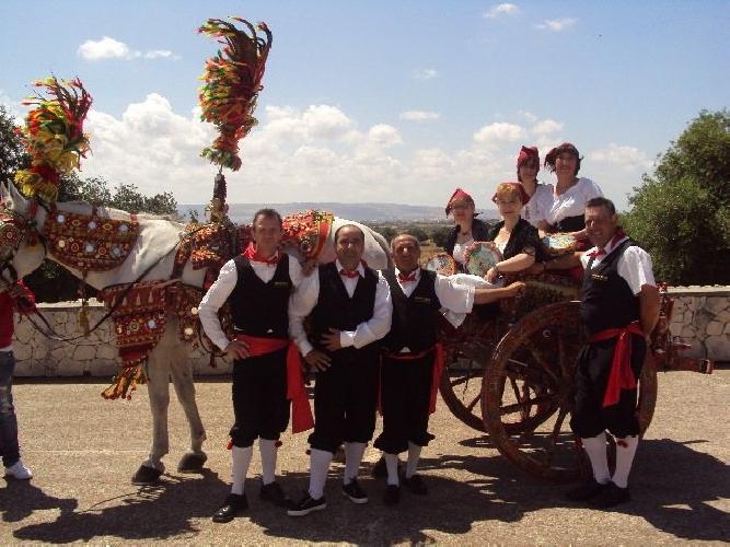 https://www.ragusanews.com//immagini_articoli/05-06-2015/la-festa-del-carrettiere-a-comiso-500.jpg