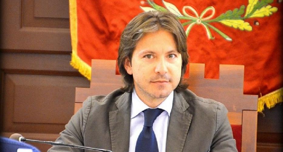 http://www.ragusanews.com//immagini_articoli/05-06-2016/a-noto-si-profila-ballottaggio-bonfanti-figura-500.jpg