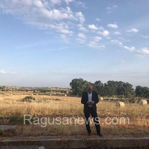 http://www.ragusanews.com//immagini_articoli/05-06-2017/montalbano-brucia-jeep-bentivoglio-foto-500.jpg