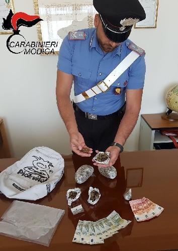 http://www.ragusanews.com//immagini_articoli/05-06-2017/spaccio-arrestato-17enne-pozzallese-500.jpg