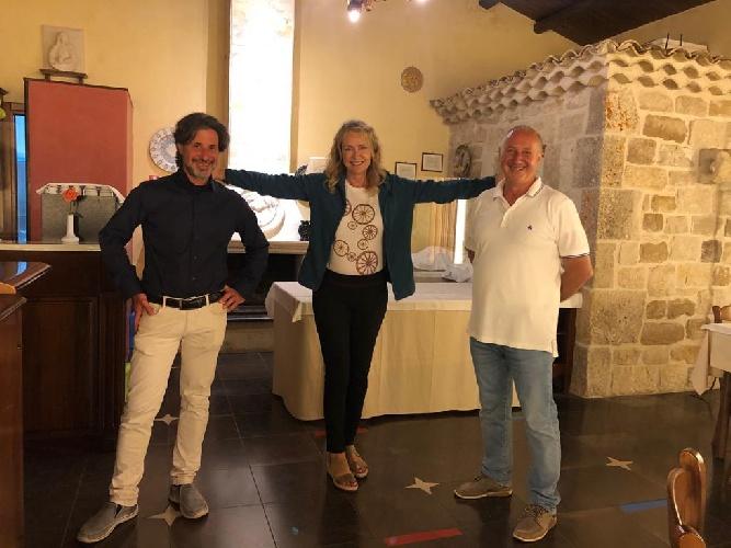 https://www.ragusanews.com//immagini_articoli/05-06-2021/licia-colo-vacanze-in-sicilia-sceglie-modica-tra-arte-cibo-e-relax-500.jpg