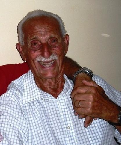 https://www.ragusanews.com//immagini_articoli/05-07-2012/pietro-scollo-93-anni-presidente-onorario-del-modica-calcio-500.jpg