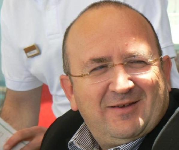 http://www.ragusanews.com//immagini_articoli/05-07-2014/arcangelo-mazza-trova-un-portafogli-con-100-euro-e-lo-da-ai-carabinieri-500.jpg