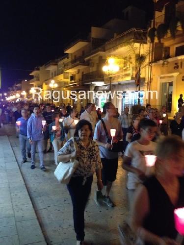 http://www.ragusanews.com//immagini_articoli/05-07-2014/tragedia-del-mare-pozzallo-dice-no-500.jpg