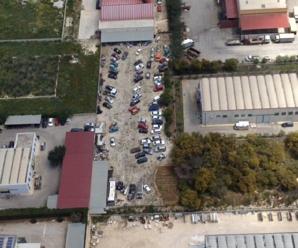 http://www.ragusanews.com//immagini_articoli/05-07-2014/un-cimitero-abusivo-di-auto-scoperto-dalla-finanza-500.jpg