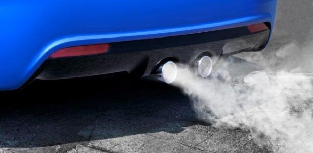 https://www.ragusanews.com//immagini_articoli/05-07-2019/caldo-auto-con-motore-acceso-in-sosta-multa-500.jpg